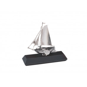 Miniatuur Boeier op sokkel, zilver